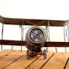 Uhr zum an die Wnadhängen Flugzeug
