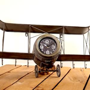 Uhr zum an die Wandhängen Flugzeug